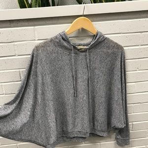 Gray pullover lightweight longsleeve top with hood